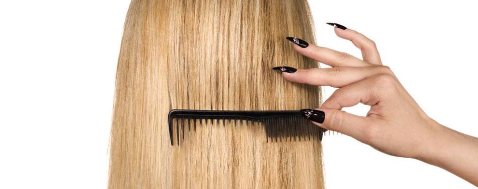 Почему при расчёсывании волос эбонитовым или пластмассовым гребнем